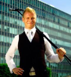 Johan Ståhl med mikrofon