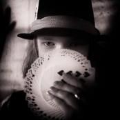 Felix i hatt med kortlek