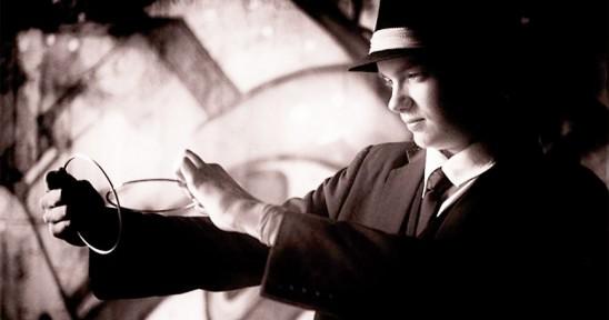 Felix Fallkvist med magiska ringar av metall