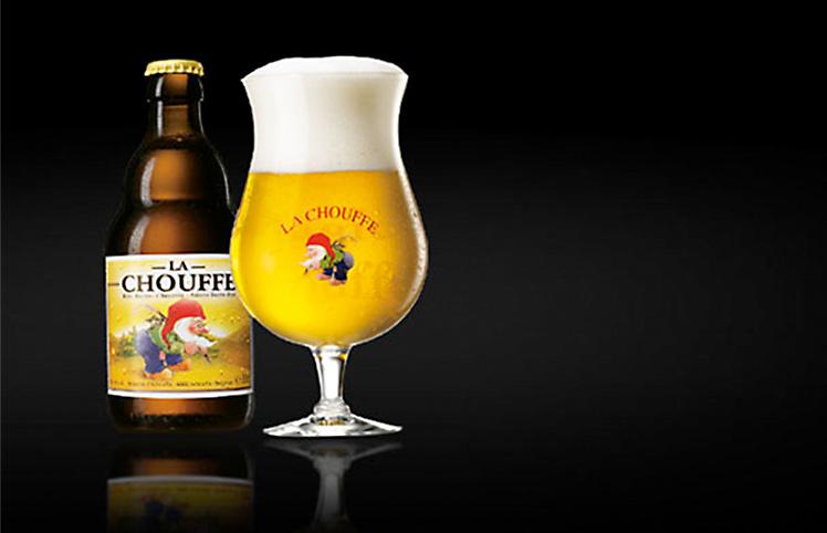 """Ett glas med ölsorten """"La Chouffe"""""""