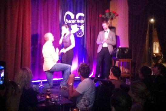 Komikern Marcus Palm friar till sin flickvän Liani