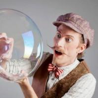 Rasmus Wurm med såpbubblor